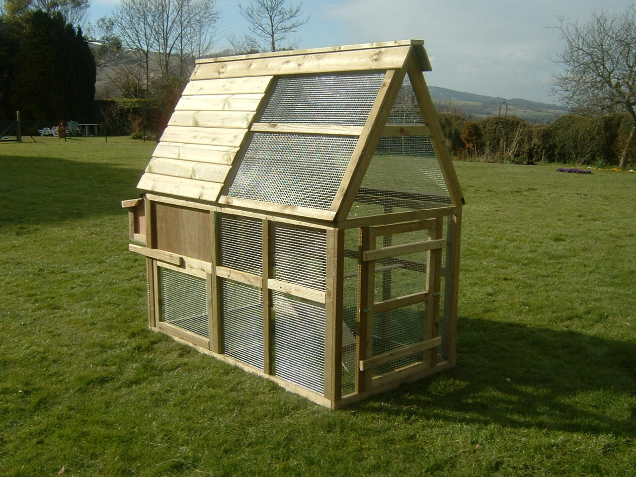 6 bird Chicken House with Enclosed Run